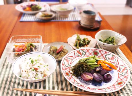 大阪でプライベートレッスン。プライベート料理教室。昆布だしで味わう三色そぼろ丼。卵そぼろ、鶏そぼろ、さやいんげんのそぼろを作ります。1-1、1対1で丁寧に教えます。天王寺で教えています。
